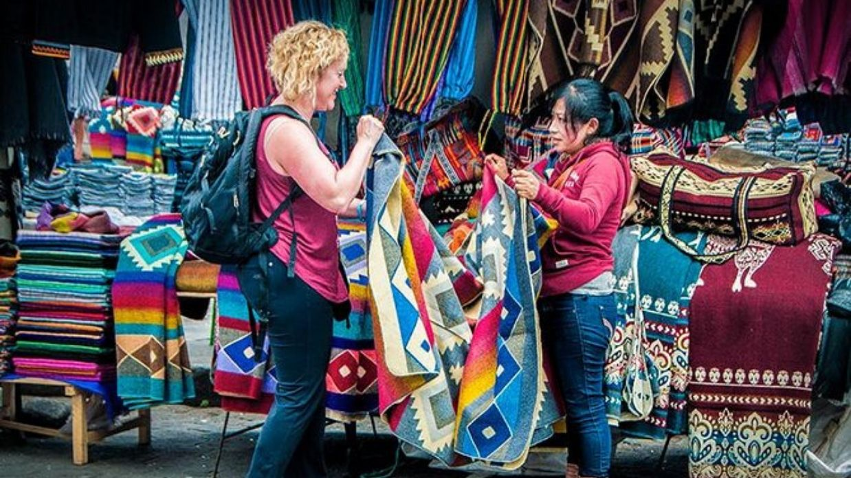 ecuador customs - Bargaining etiquette at otavalo market