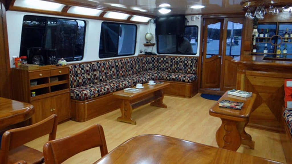 Angelito yacht Galapagos cruise - indoor lounge and dining area