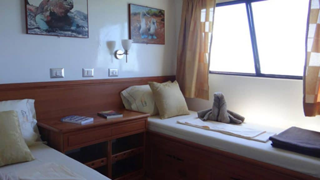 Angelito yacht Galapagos cruise - twin bed guest cabin