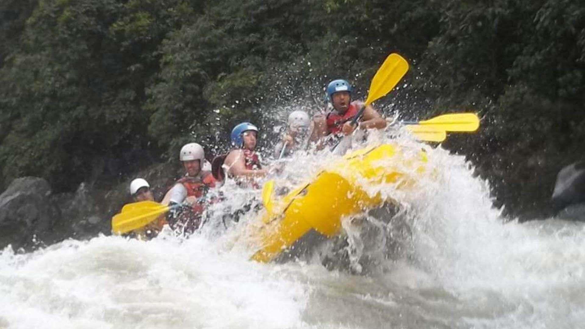 ecuador rafting tour quijos river in rainforest rapids