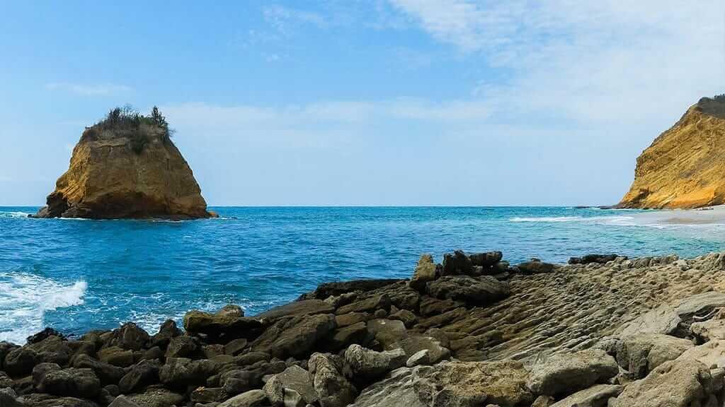 Ecuador machalilla national park cliffs and ocean