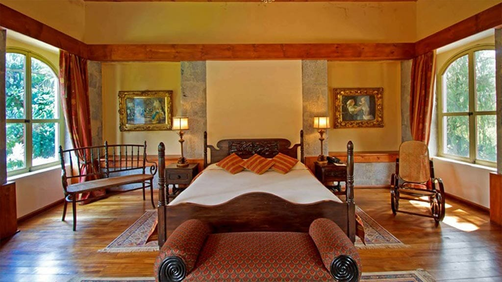 hacienda cusin ecuador - large double bed suite
