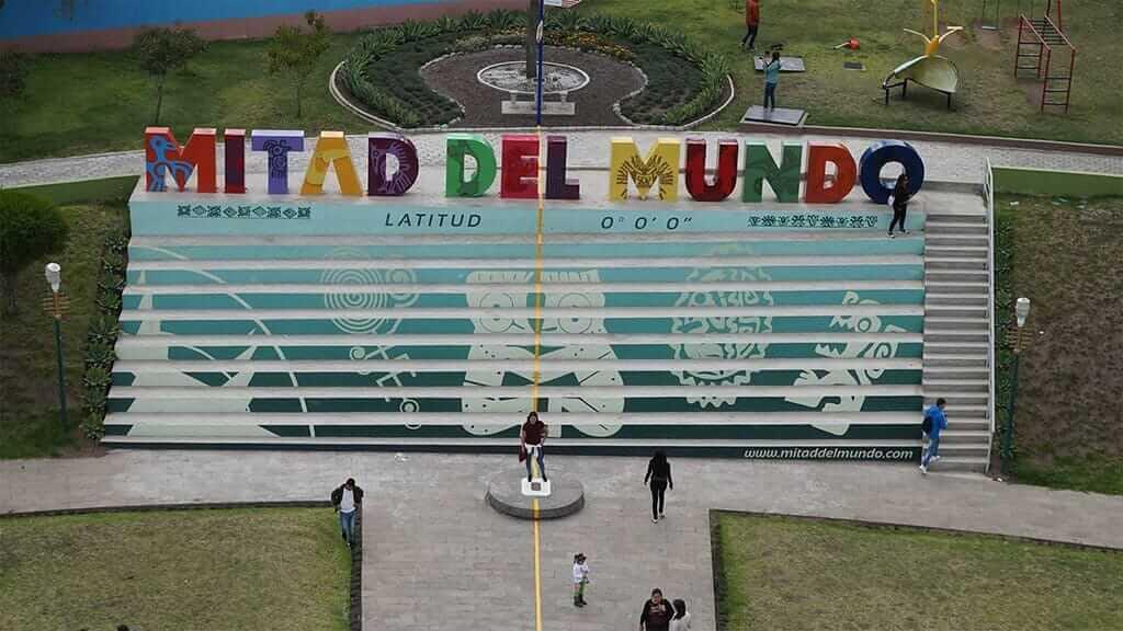 mitad del mundo middle of the earth equator line latitude zero quito ecuador