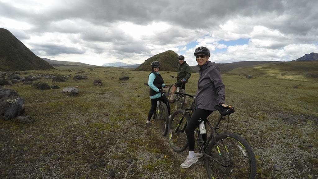 mountain bikers taking a pause in ecuador