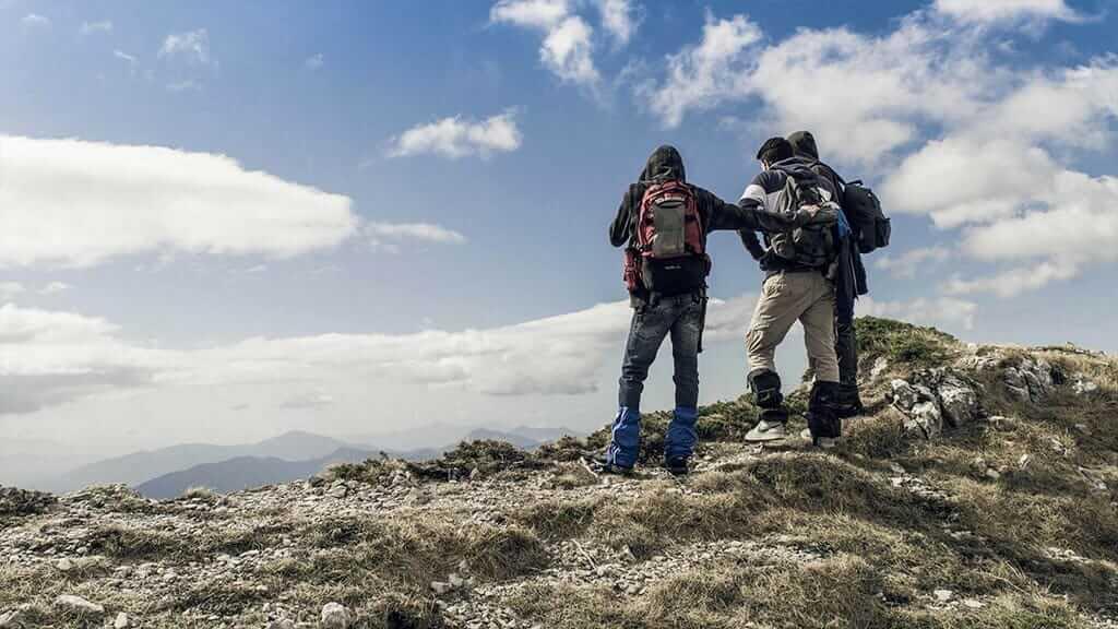 iliinizas trek tour 3 tourists take a pause to enjoy views