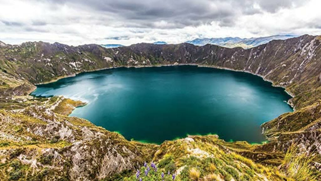 day trips from quito - spectacular view of quilotoa crater lake