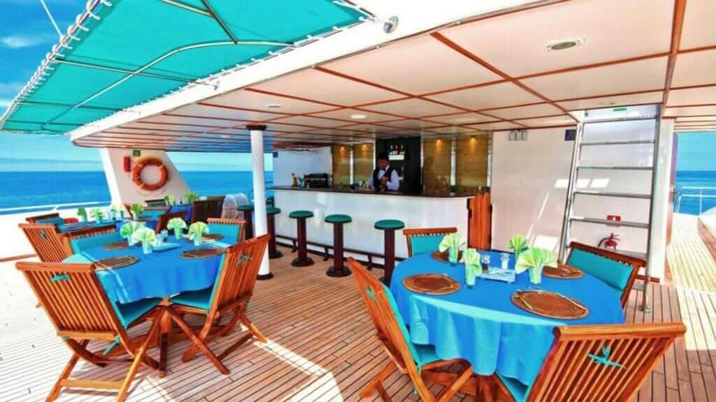 Anahi Catamaran yacht Galapagos cruise - breakfast at the al fresco dining area