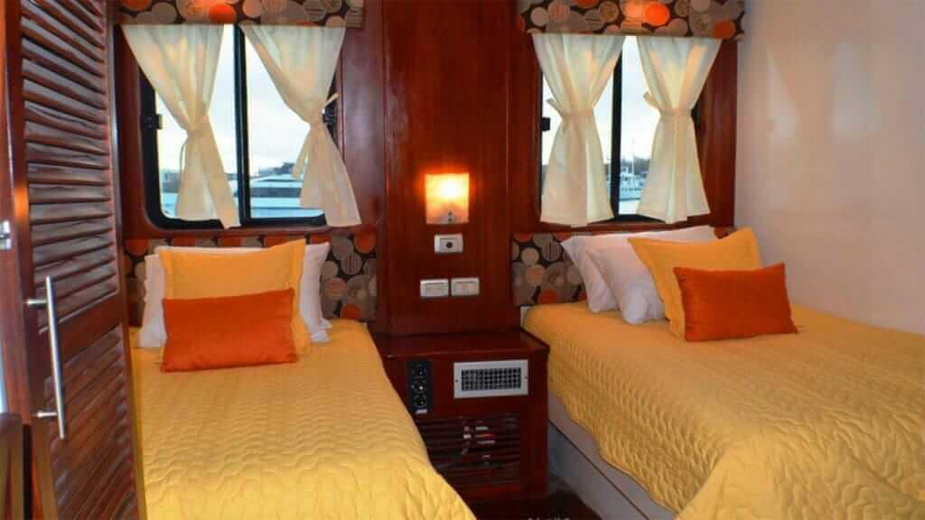 Anahi Catamaran yacht Galapagos cruise - twin guest cabin interior