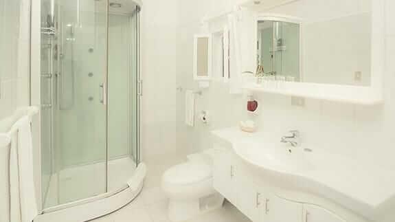 Angermeter waterfront inn hotel galapagos - guest bathroom