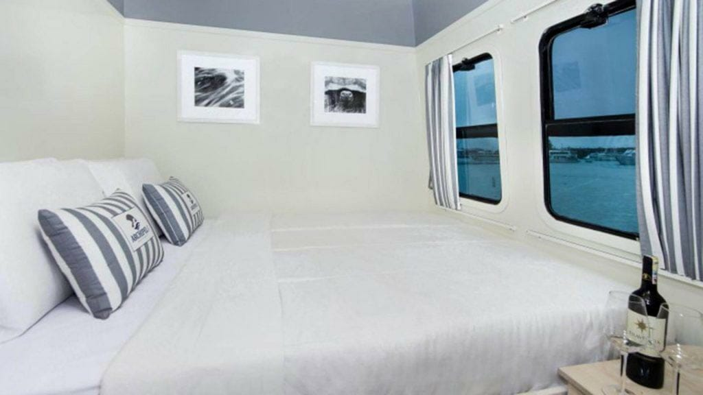 Archipel 1 yacht Galapagos cruise - double bed cabin with large windows