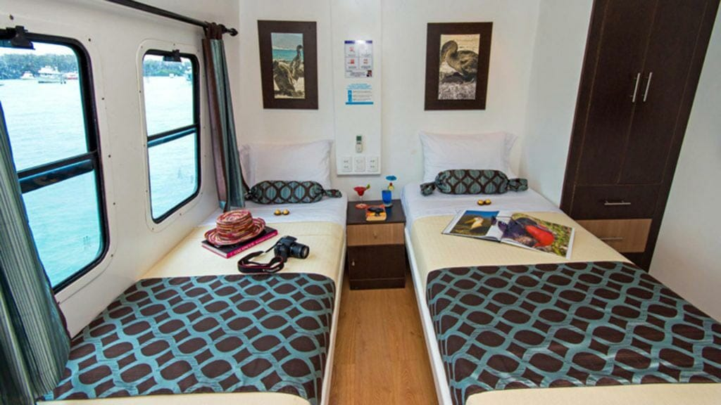 Archipel I yacht Galapagos cruise - twin bed guest cabin