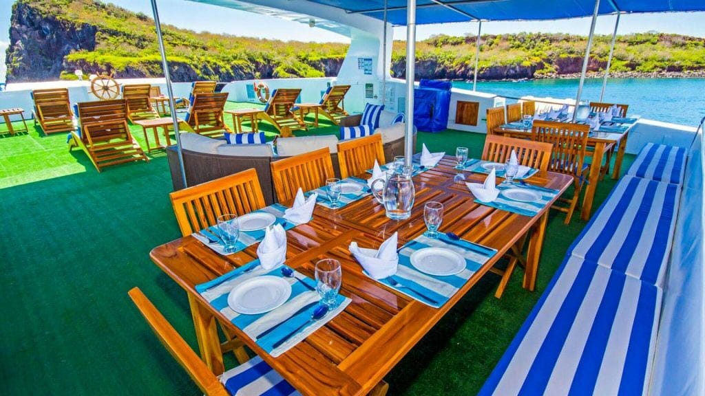 Archipel 2 yacht Galapagos cruise - al fresco dining area