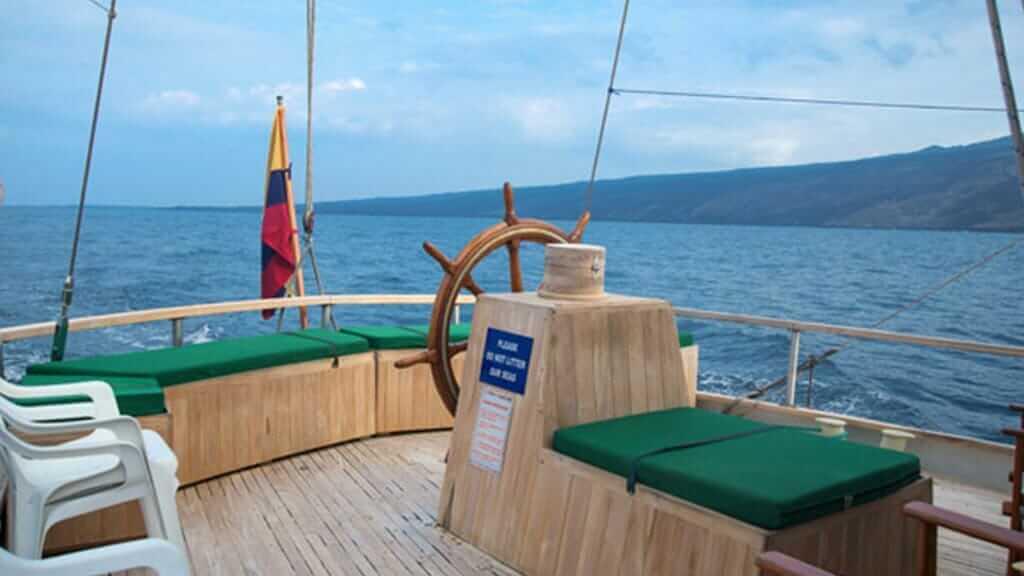 Beagle yacht Galapagos cruise - Rustic style Sun deck
