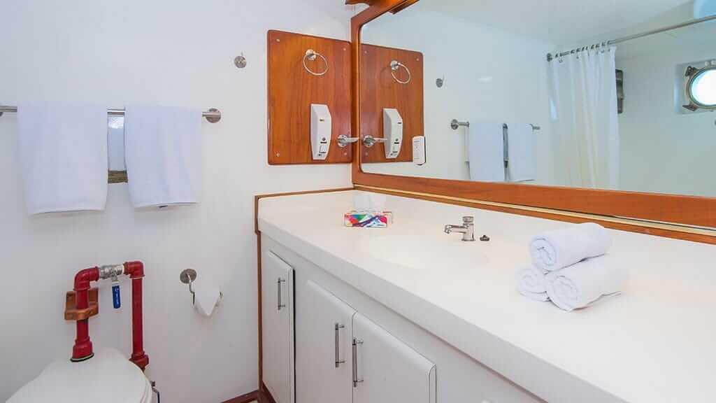 Beluga yacht Galapagos cruise - guest bathroom and wash basin