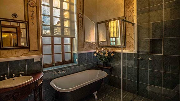 boutique hotel manor quito ecuador - bathroom