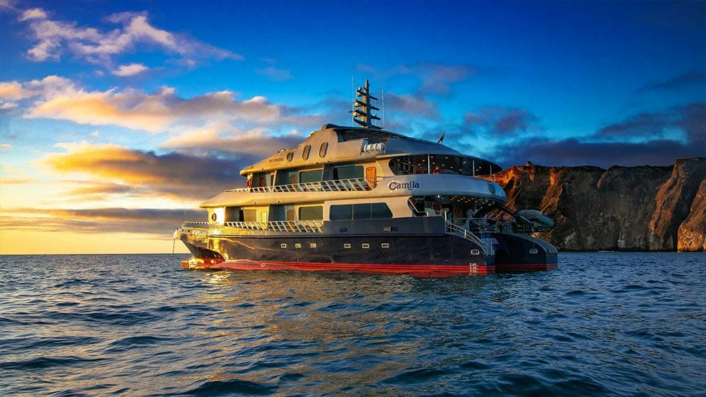 Camila yacht Galapagos cruise - The Camila yacht glowing in a beautiful sunset