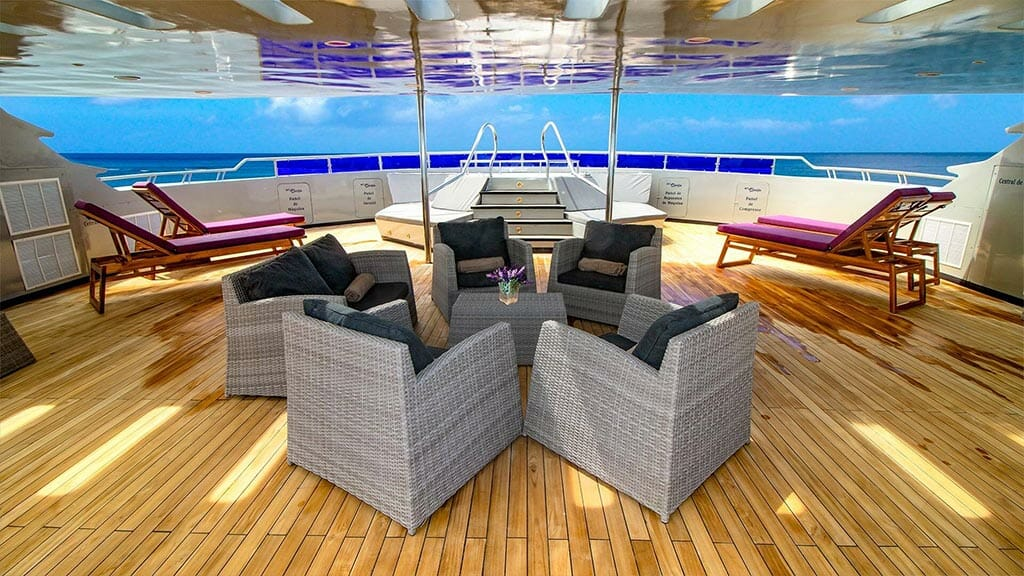 Camila yacht Galapagos cruise - sundeck with loungers, jacuzzi and shadad seats