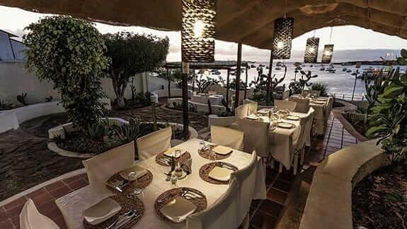 outdoor dining restaurant - Hotel Casa Opuntia, baquerizo moreno, Galapagos