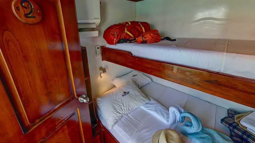 Darwin yacht galapagos cruise - twin bunk bed guest cabin