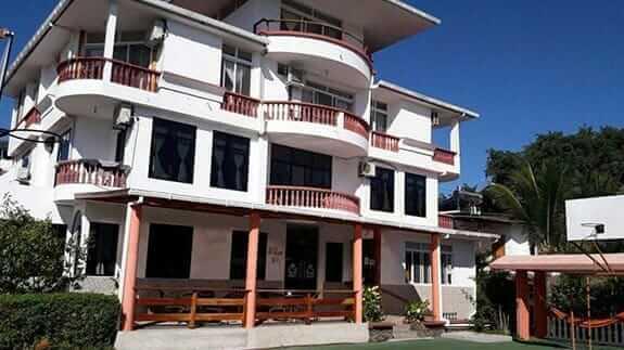 exterior facade of hotel deja vu puerto ayora galapagos