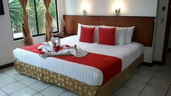 hotel deja vu puerto ayora galapagos - double bedroom
