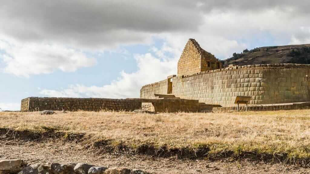ecuador ingapirca inca temple ruins