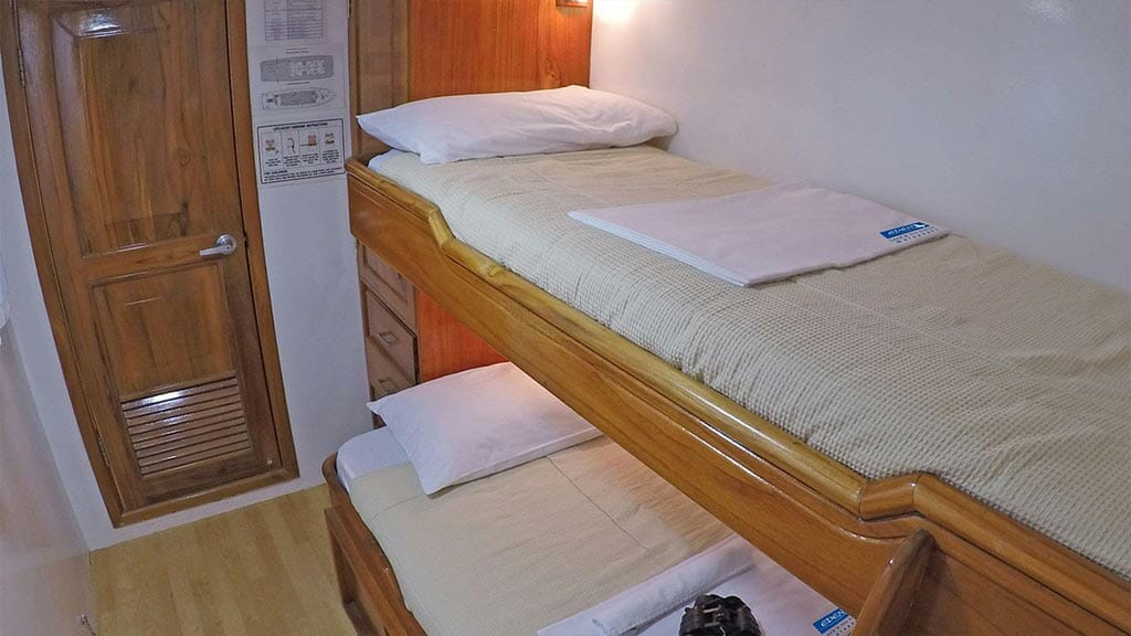 Eden yacht galapagos cruise - twin bunk bed guest cabin
