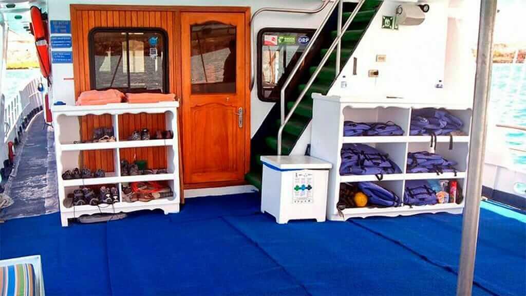 Estrella del mar yacht Galapagos cruise - life jackets