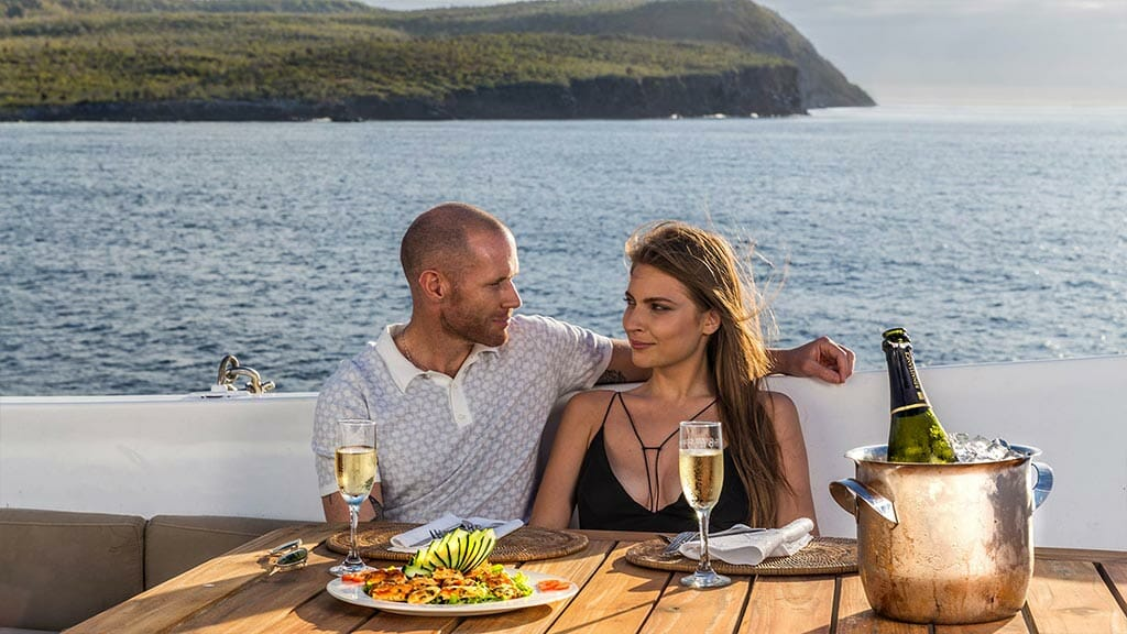Legend cruise ship Galapagos Islands - romantic alfresco dining