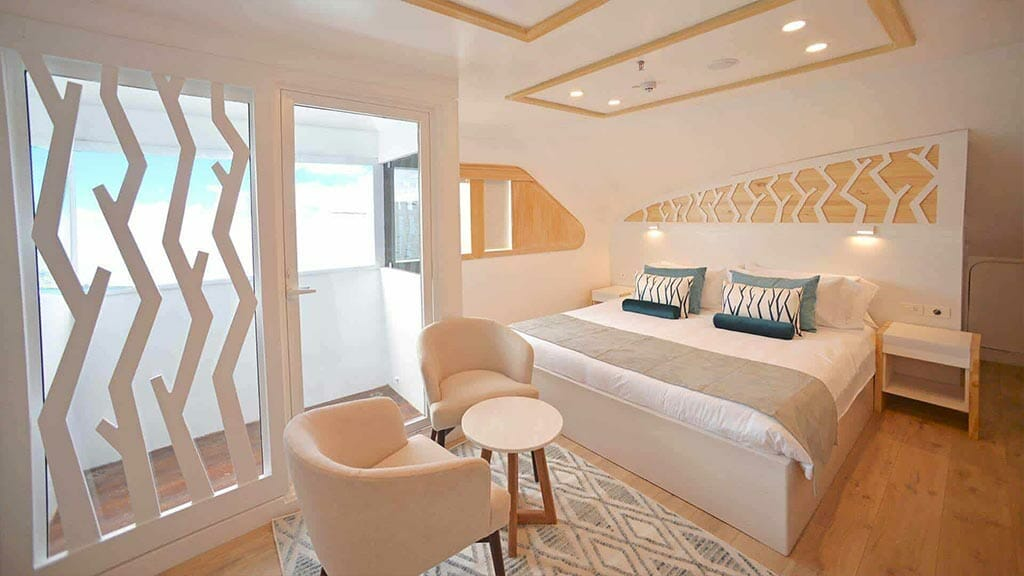 Galapagos Sea Star Journey yacht cruise - modern double bed cabin
