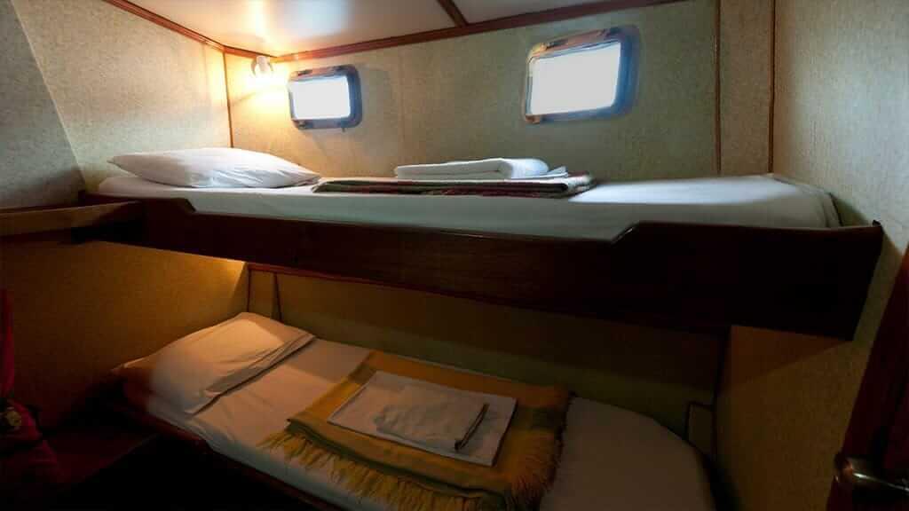 Golondrina yacht Galapagos cruise - twin bunk bed cabin