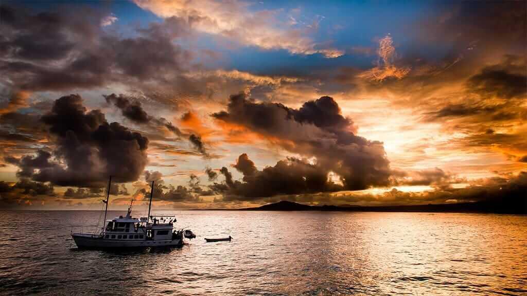Golondrina yacht Galapagos cruise - setting sail at sunset