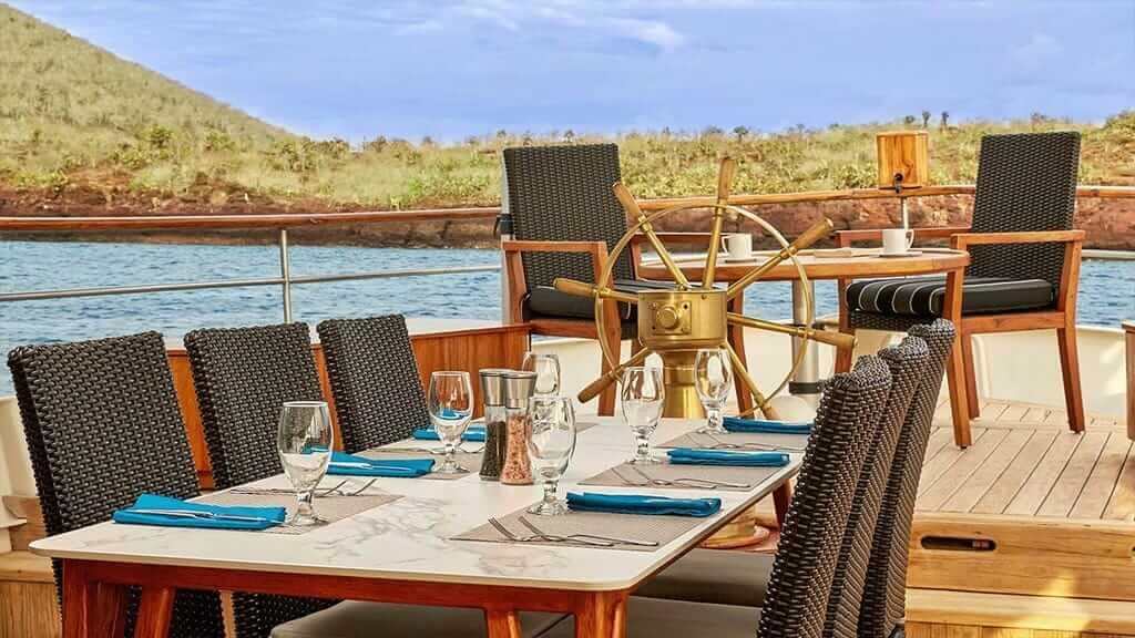 Grace yacht Galapagos cruise - alfresco dining