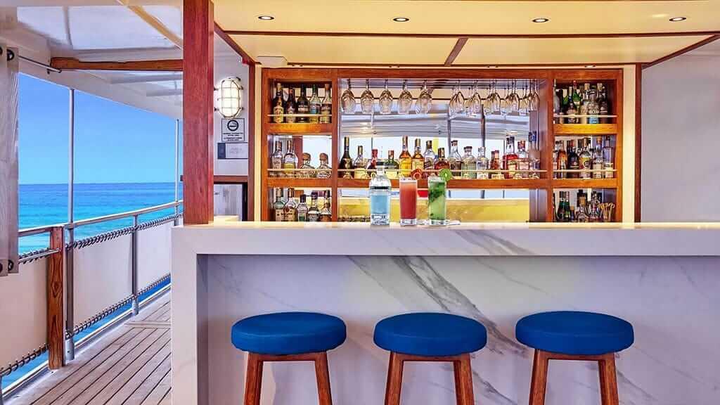 Grace yacht Galapagos cruise - alfresco bar