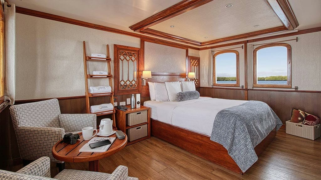 Grace yacht Galapagos cruise - double bed guest cabin with coffee table area