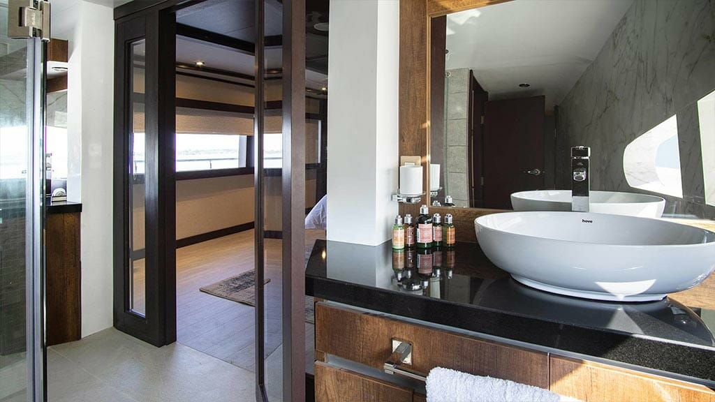 Grand Majestic yacht Galapagos islands - guest bathroom and shower with toiletries