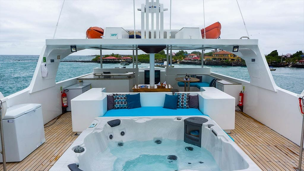 Grand Majestic yacht Galapagos islands - large jacuzzi with ocean views on sundeck