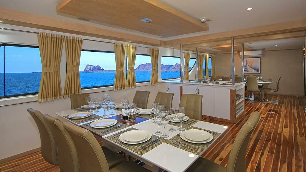 Grand queen beatriz yacht Galapagos cruise - dining area