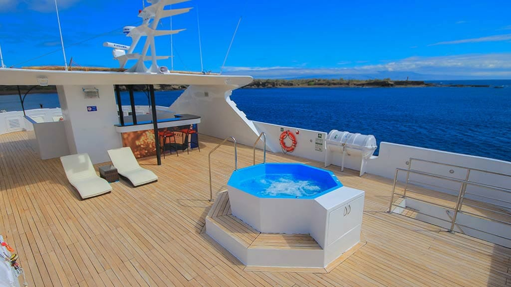 Grand queen beatriz yacht Galapagos - spectacular outdoor jacuzzi with panoramic ocean views