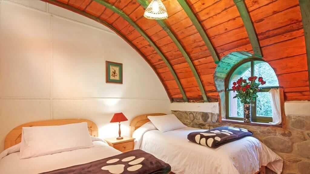 cosy twin bed room at guango lodge ecuador