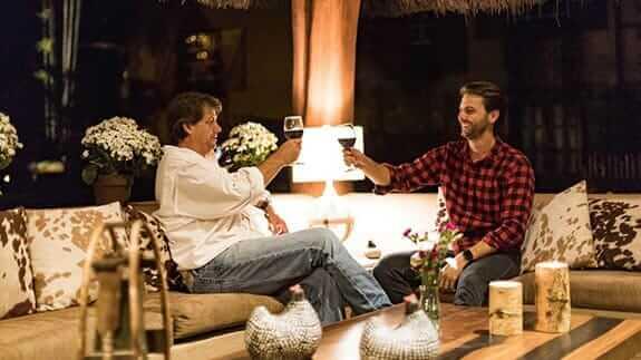 two tourists share a glass of wine at hacienda la danesa guayaquil