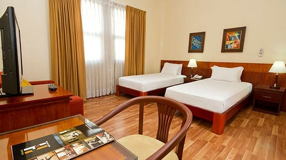 city plaza hotel guayaquil - twin bedroom