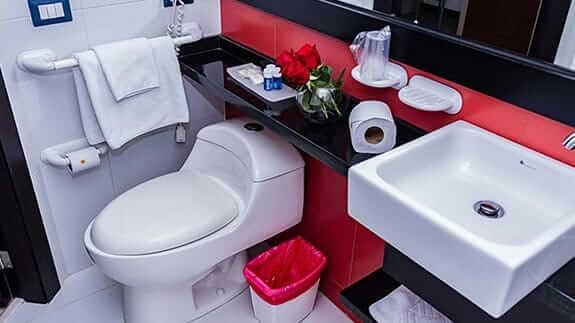 hotel finlandia quito - guest bathroom