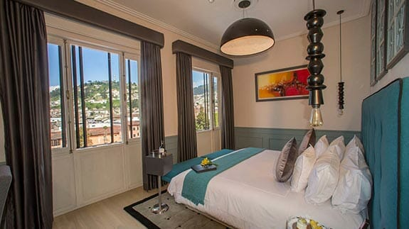 illa experience hotel quito - double bedroom with views