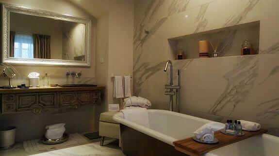 illa experience hotel quito - guest bathroom
