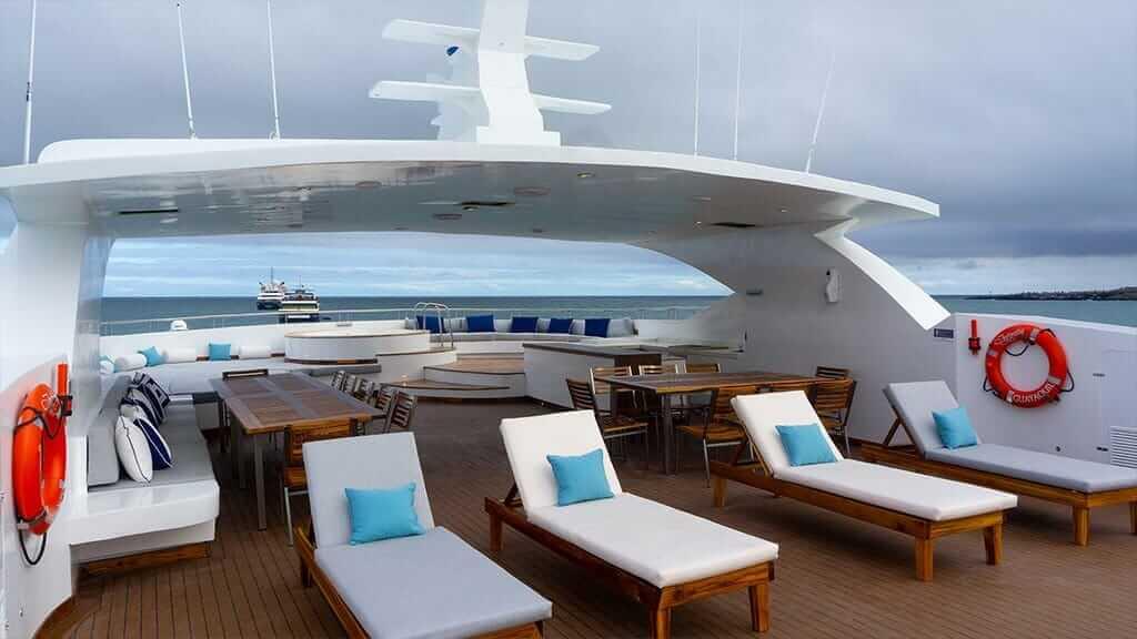 infinity-yacht-sundeck
