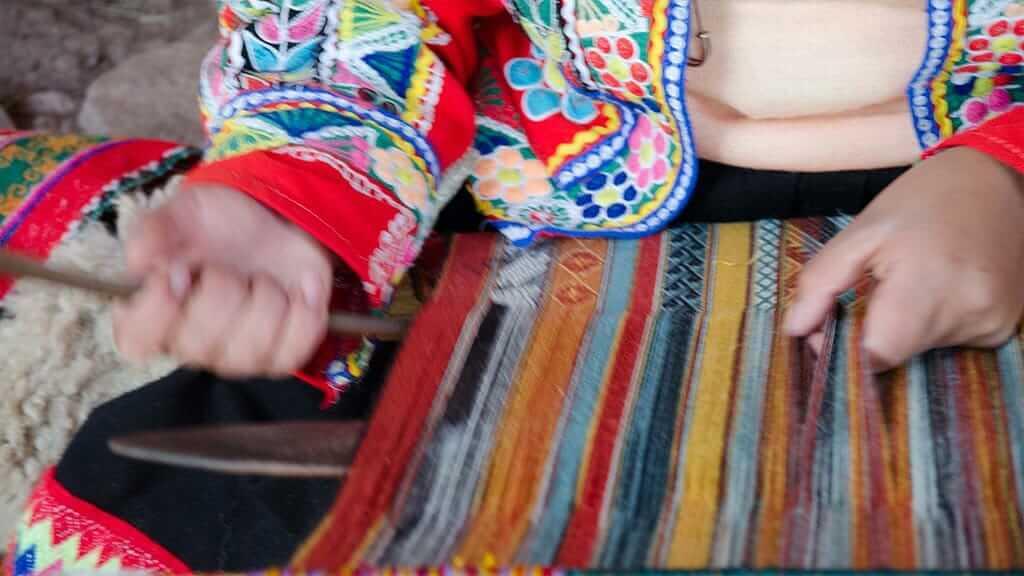peru indian lady weaving