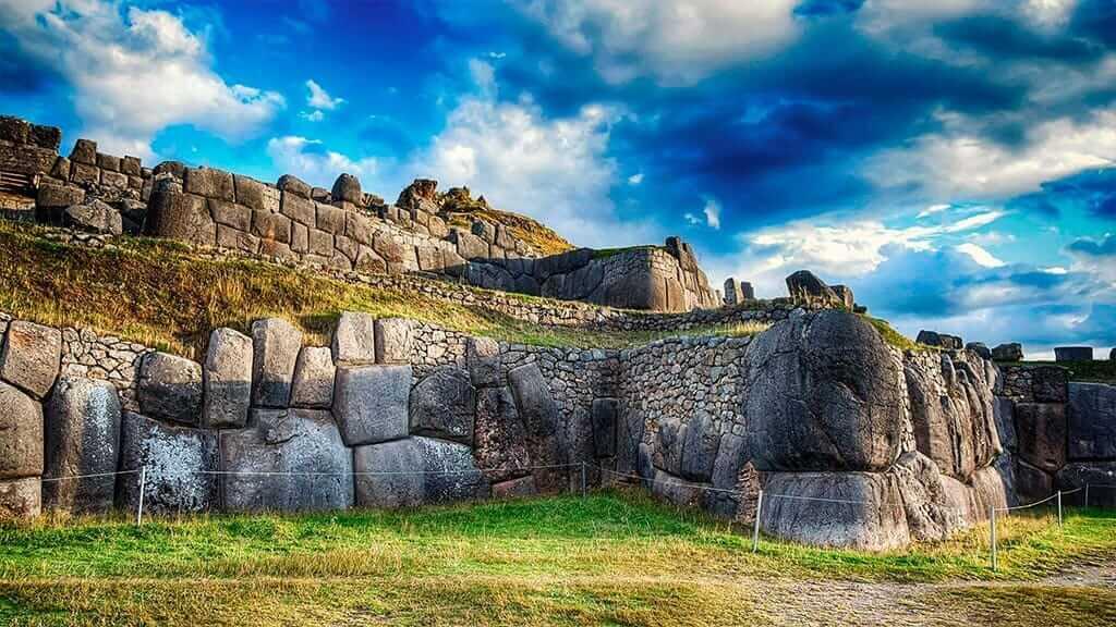 giant walls of sacsayhuaman cusco peru