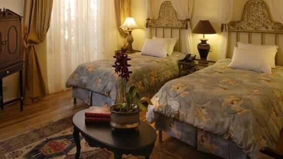 mansion del angel hotel quito - twin bedroom
