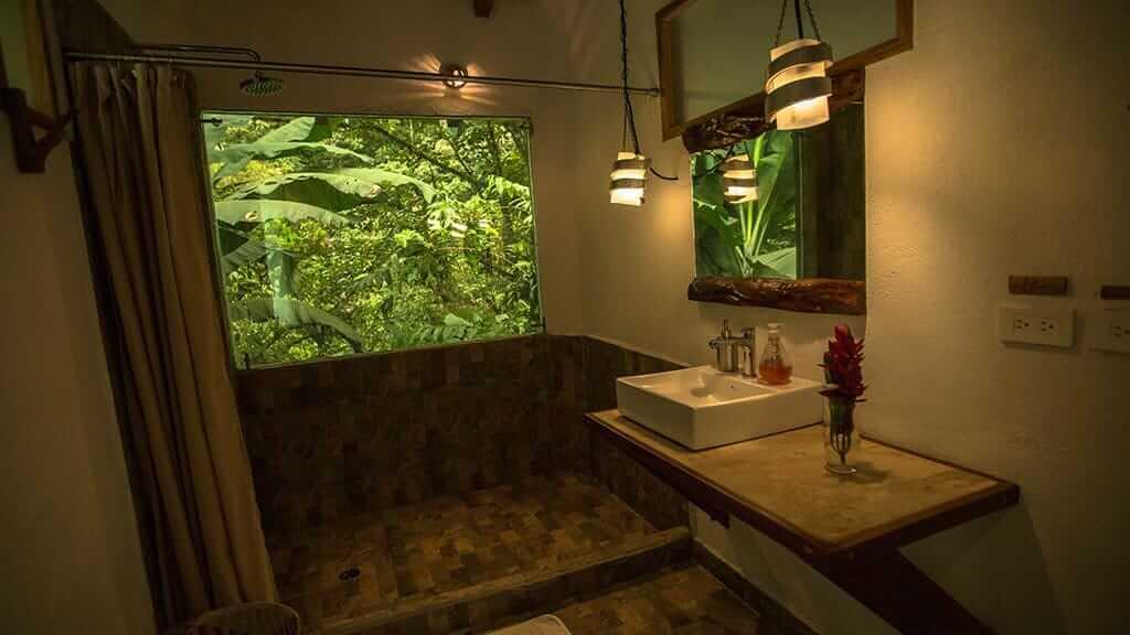 bathroom and shower maquipucuna lodge